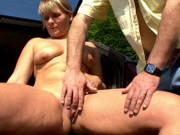 Schrottplatz-Fick mit geilen Frauen