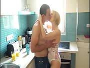 Zum Frühstück will sie seinen jungen Pimmel