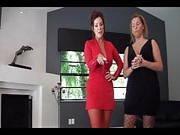 Zwei vollbusige Frauen vernaschen einen jungen Schwanz