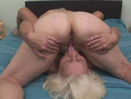 Lesbisch lecken ältere Frau